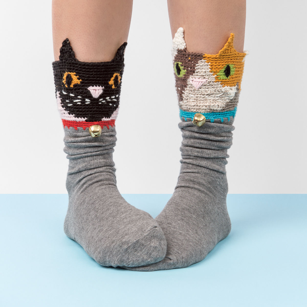 FrankieMag must-have socks cats http://weirdatheart.com/absolutely-must-have-socks/