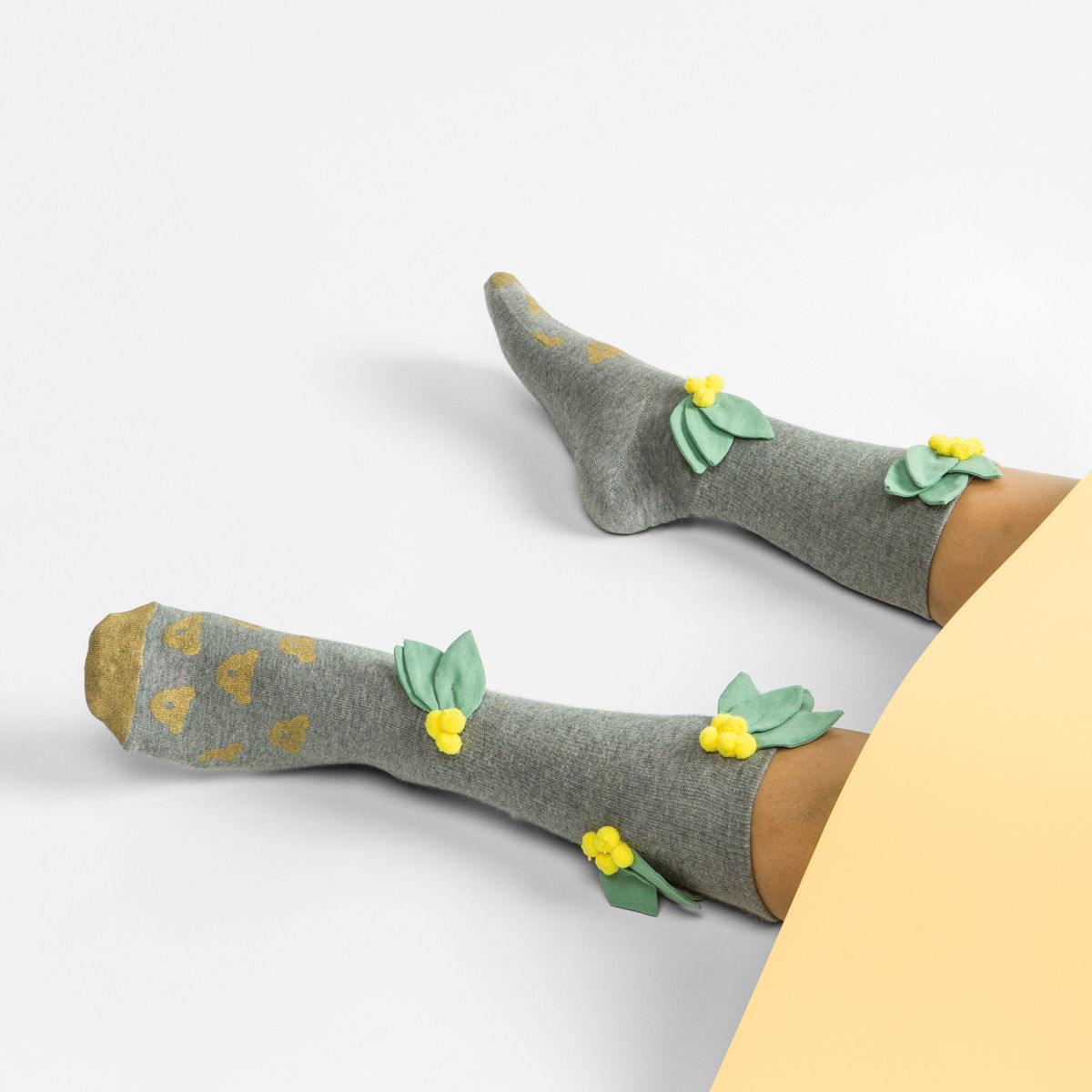 FrankieMag must-have socks green leaves http://weirdatheart.com/absolutely-must-have-socks/